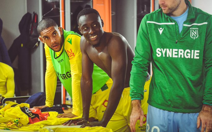 Dennis Appiah dans les vestiaires du FC Nantes
