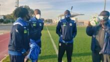 Babacar Ndiaye avec le staff technique de Teungueth FC