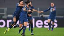 Les joueurs du FC Porto exultent après le deuxième but d'Oliveira.