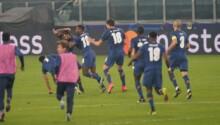 Les joueurs du FC Porto exultent après le deuxième but d'Oliveira