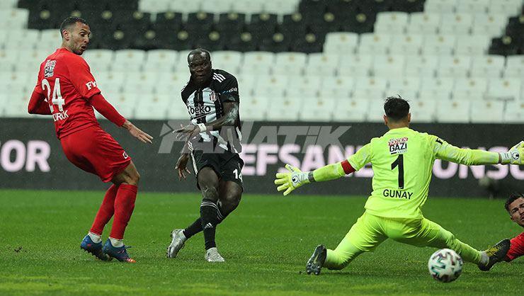 Vincent Aboubakar, avec 15 buts et 4 passes décisives, est le joueur le plus décisif de la Süper Lig. Rachid Ghezzal est en tête des meilleurs passeurs avec 11 assists.
