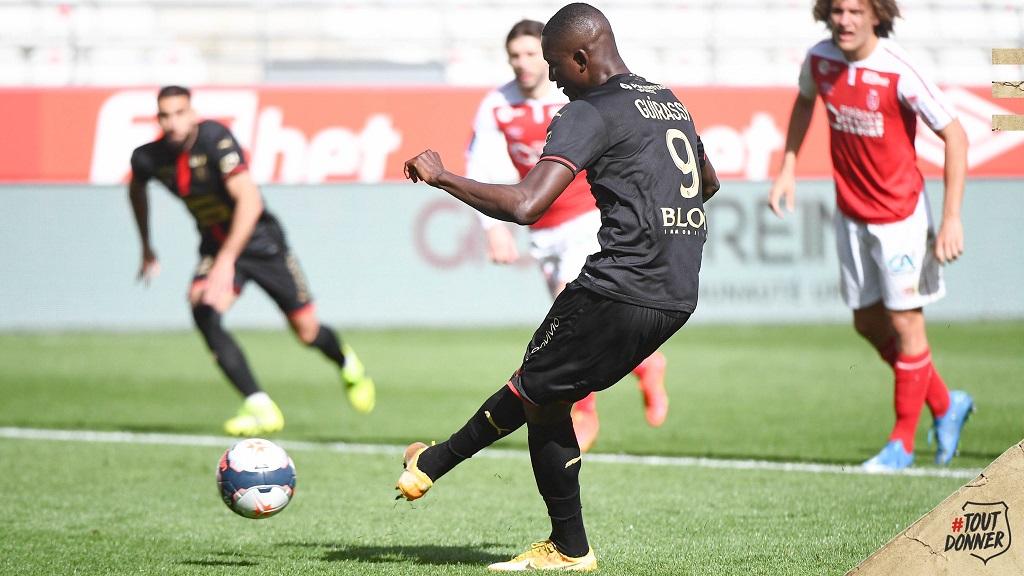 Serhou Guirassy (Rennes) égalise sur penalty après l'ouverture du score de Boulaye Dia (Reims). Crédit photo Twitter Stade Rennais.