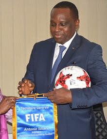 Antonio Souaré avec Fatma Samoura