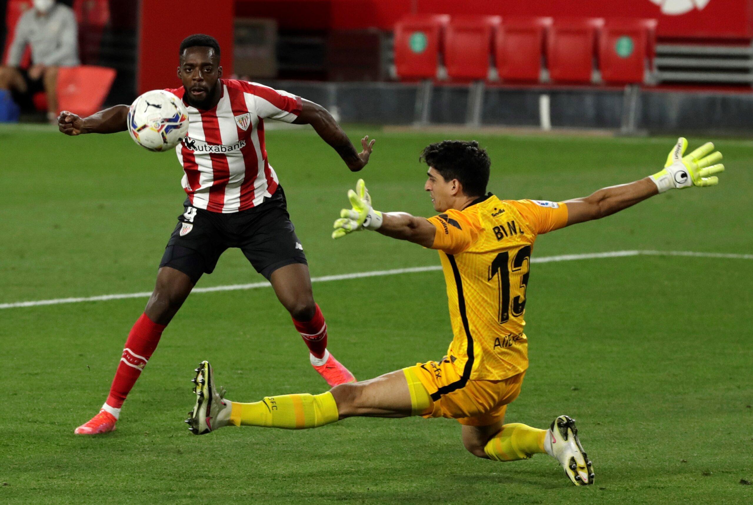 Le gardien marocain du FC Séville a craqué en fin de partie devant Inaki Williams.