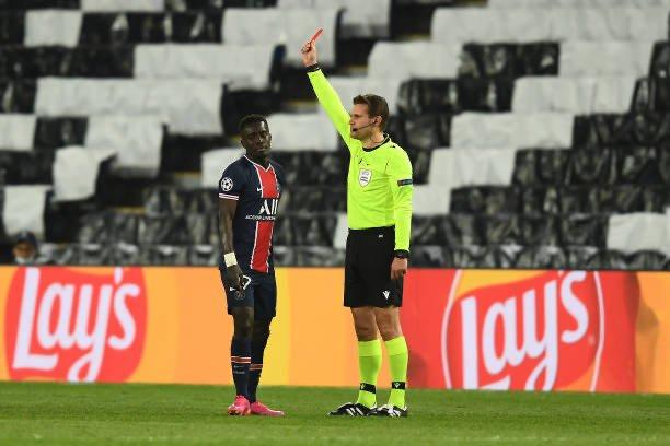 Gana lors de son exclusion à la 77e minute de la demi-finale aller de LDC PSG-Manchester City (1-2).