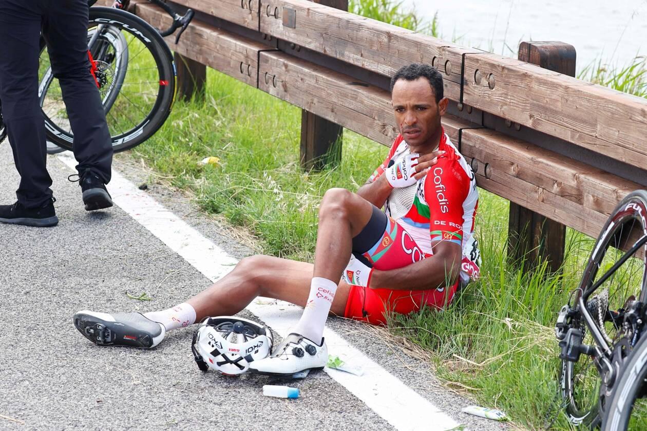 L'Érythréen  Natnael  Berhane victime d'une fracture de clavicule gauche sur le Tour d'Italie