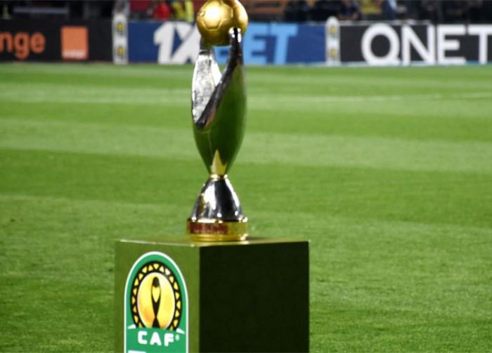 Le trophée de la Ligue des champions CAF.