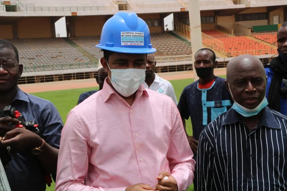 Le Ministre Mossa Ag Attaher (avec casque) sur le sentier du Stade du 26 Mars le jeudi 6 mai 2021.