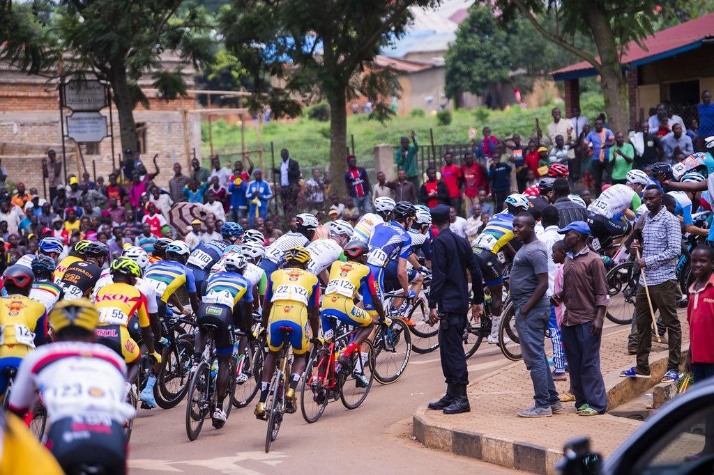 Une vue d'un peloton du Tour du Rwanda.