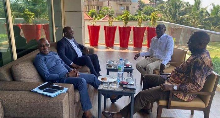 Quatre responsables du football guinéen, ce samedi 8 mai, au palais Sékhoutouréya, résidence du Président de la Guinée, Alpha Condé.