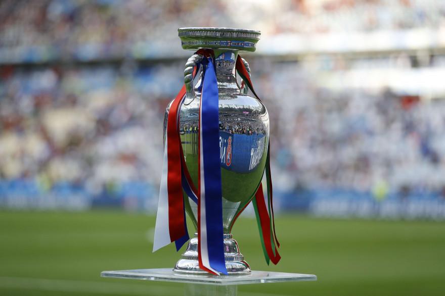 Le trophée de l'Euro.