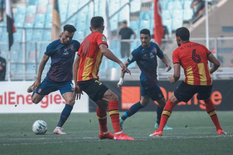 Al Ahly (en bleu) a plombé l'ambiance des retrouvailles entre l'Espérance de Tunis et ses fans.