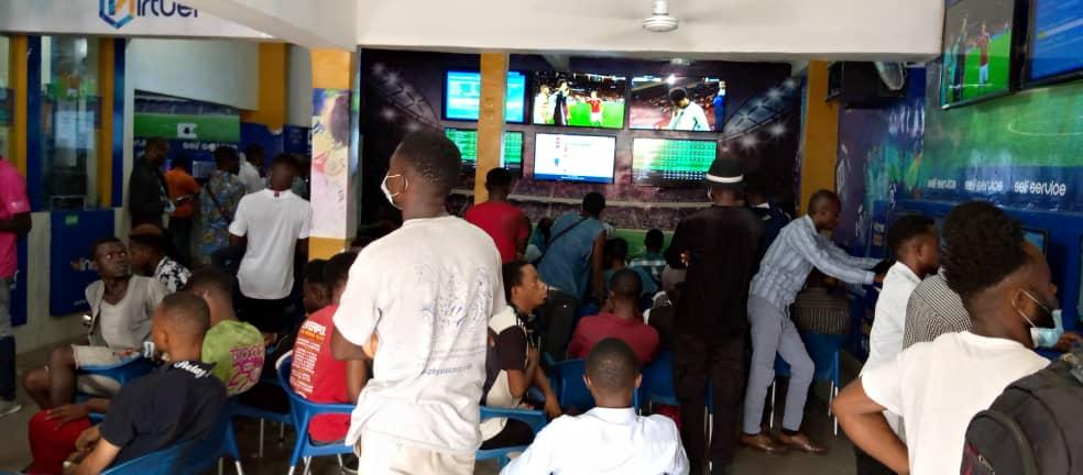 Les sportifs congolais à l'espace Winner Paris Sportifs de Kinshasa