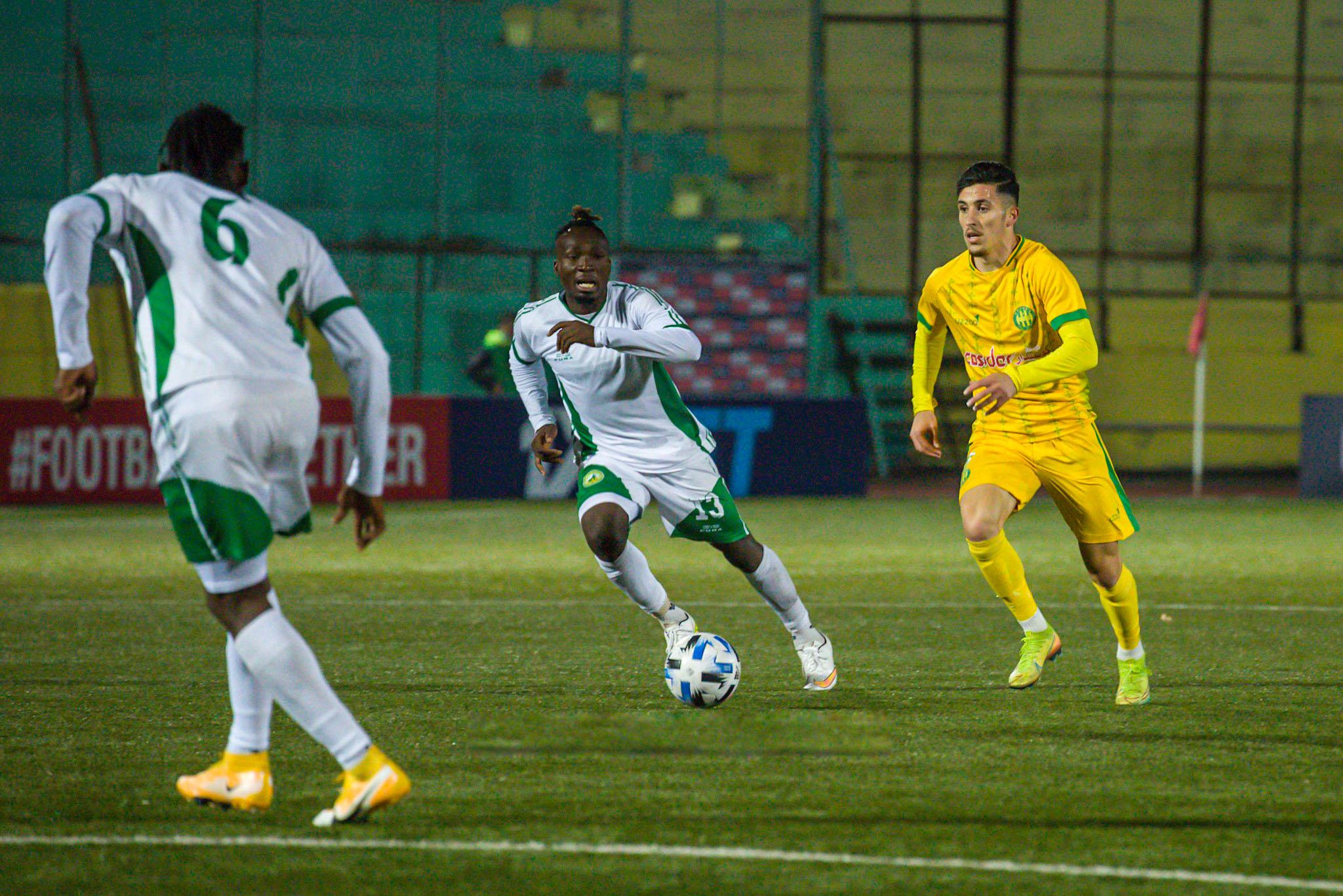 La JS Kabylie a pris une bonne option sur la qualification en finale de la Coupe CAF. Elle a battu (2-1), en demi-finale aller, le Coton Sport de Garoua à Yaoundé.