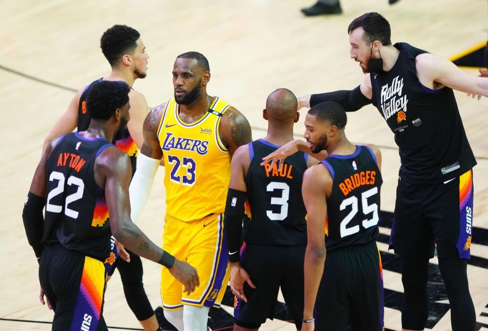 Les Suns éliminent les Lakers