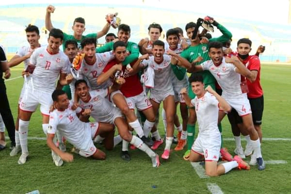 La sélection U20 de la Tunisie après sa qualification en demi-finale de la Coupe arabe.