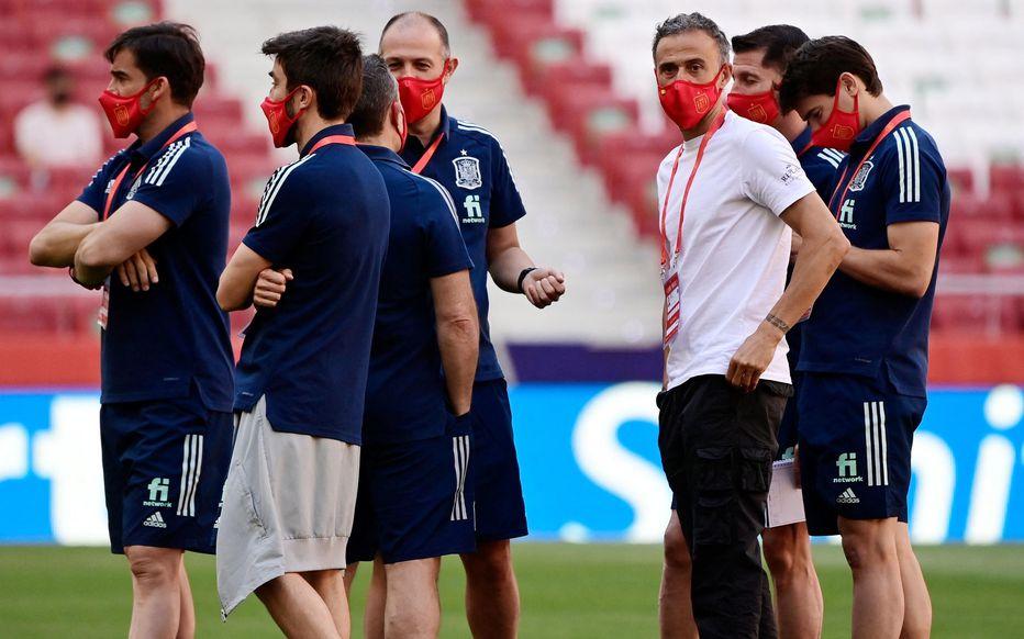 Le sélectionneur de l'Espagne, Luis Enrique (en T-shirt blanc), peut souffler. Ses joueurs ont été tous testés négatifs à la Covid-19.