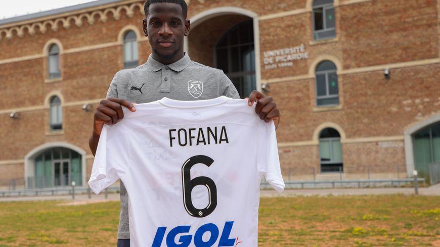 Mamadou Fofana avec son nouveau maillot.