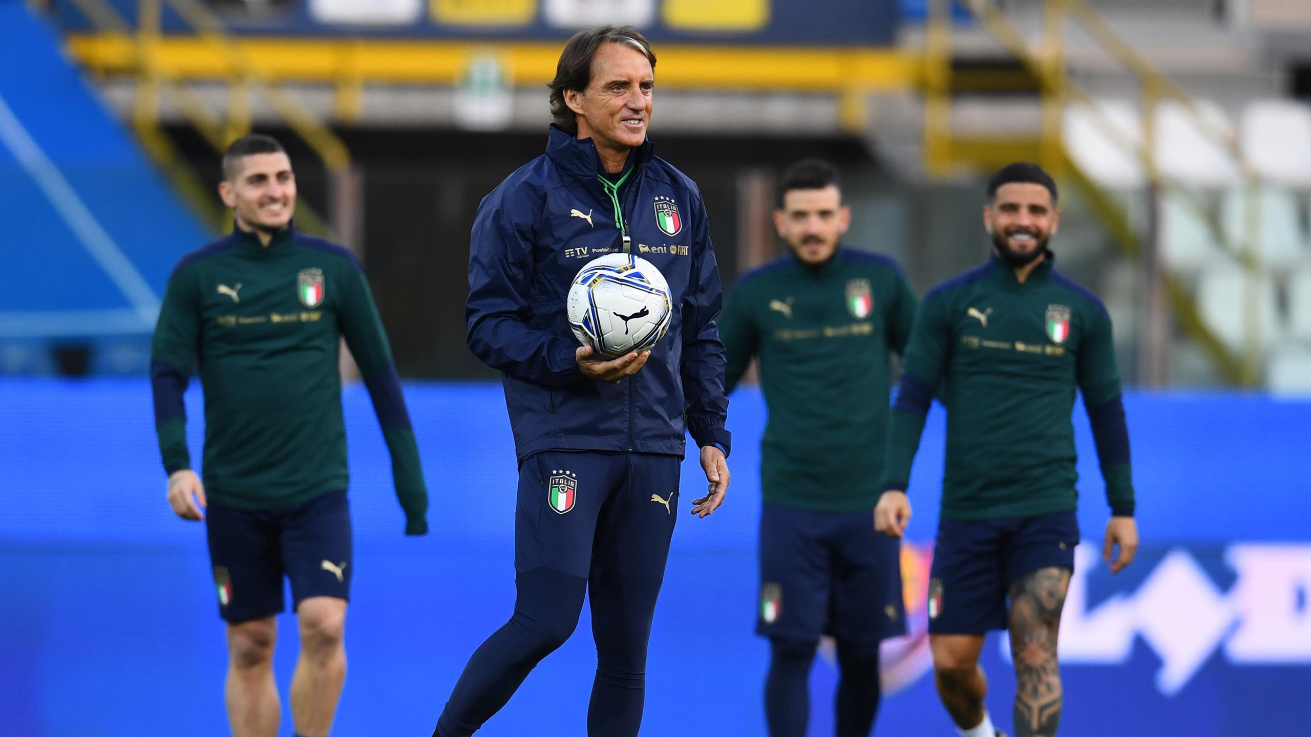 En Algérie, l'Italie de Mancini (avec le ballon) a la cote.
