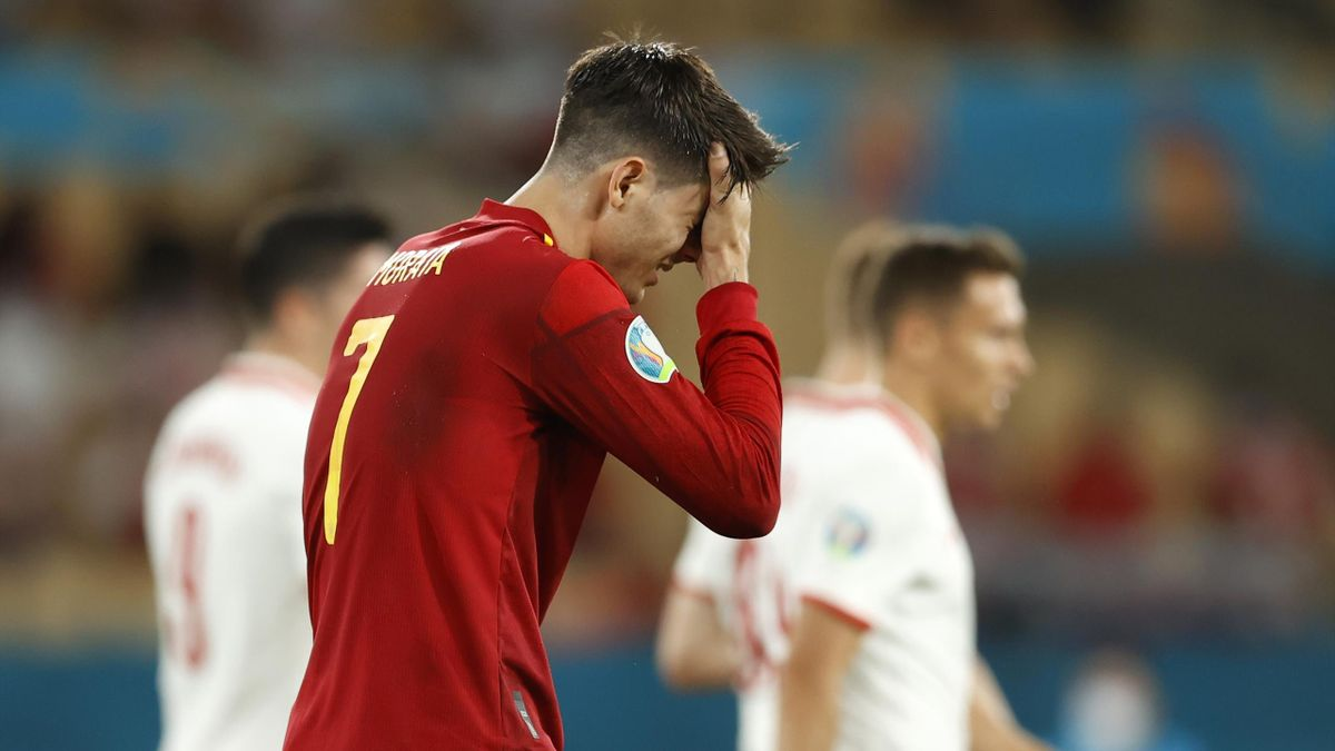 Morata se tient la tête. L'Espagne vient d'être accroché par la Pologne (1-1).