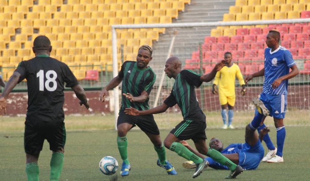 Pour rester en Ligue 1, V. Club Mokanda (en vert et noir) doit battre FC Nathalys.