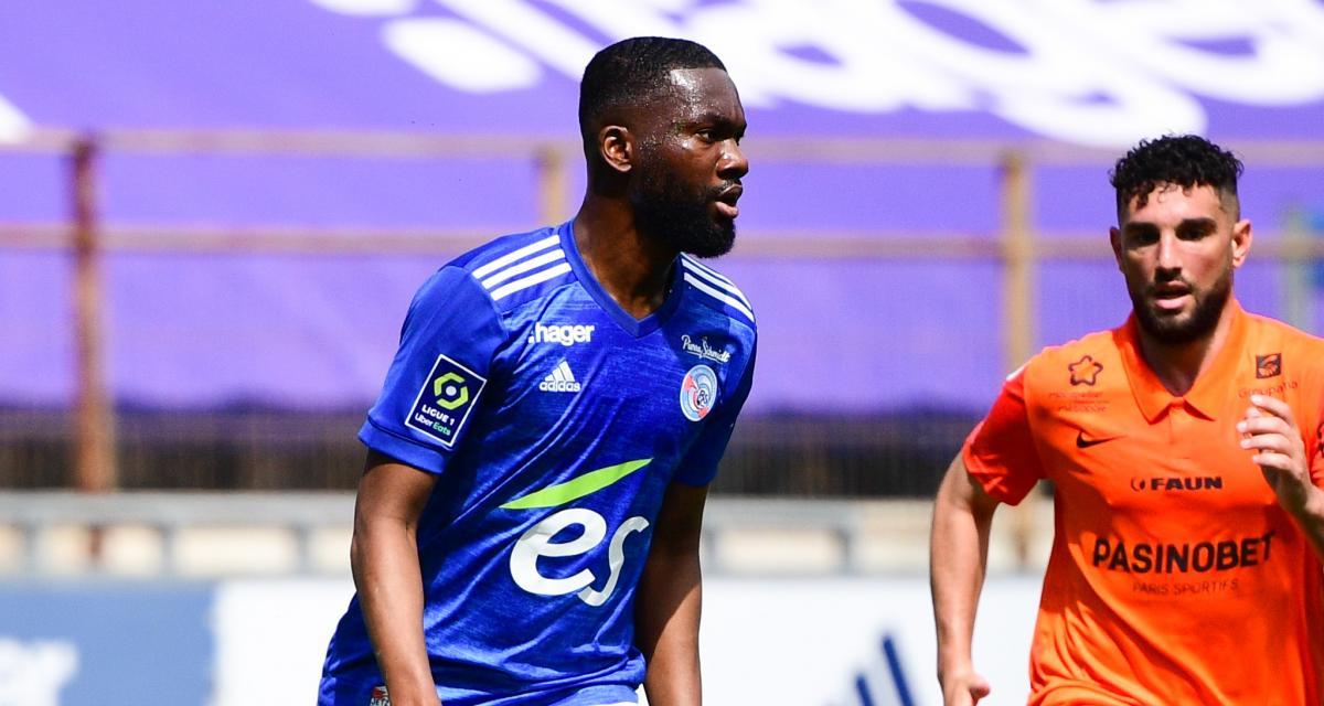 Jean-Eudes Aholou (maillot bleu) reste à Strasbourg.