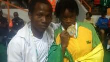 La lutteuse Faridatou Gbadamassi médaillée d'argent en 2017 aux jeu de la francophonie avec son entraîneur