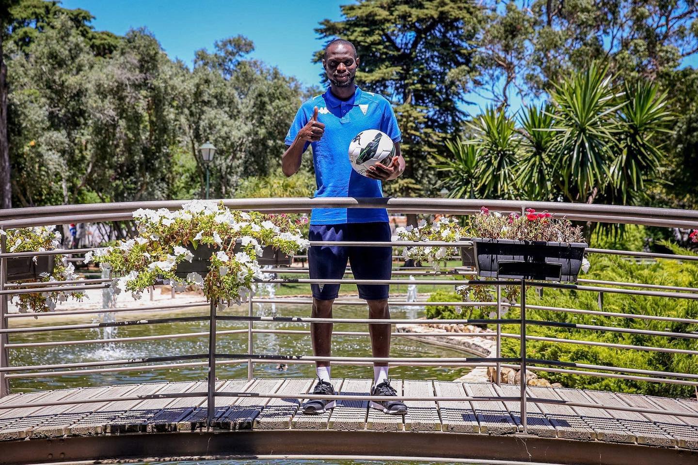 Le Sénégalais Racine Coly rejoint l'Estoril Praia au Portugal pour trois ans.