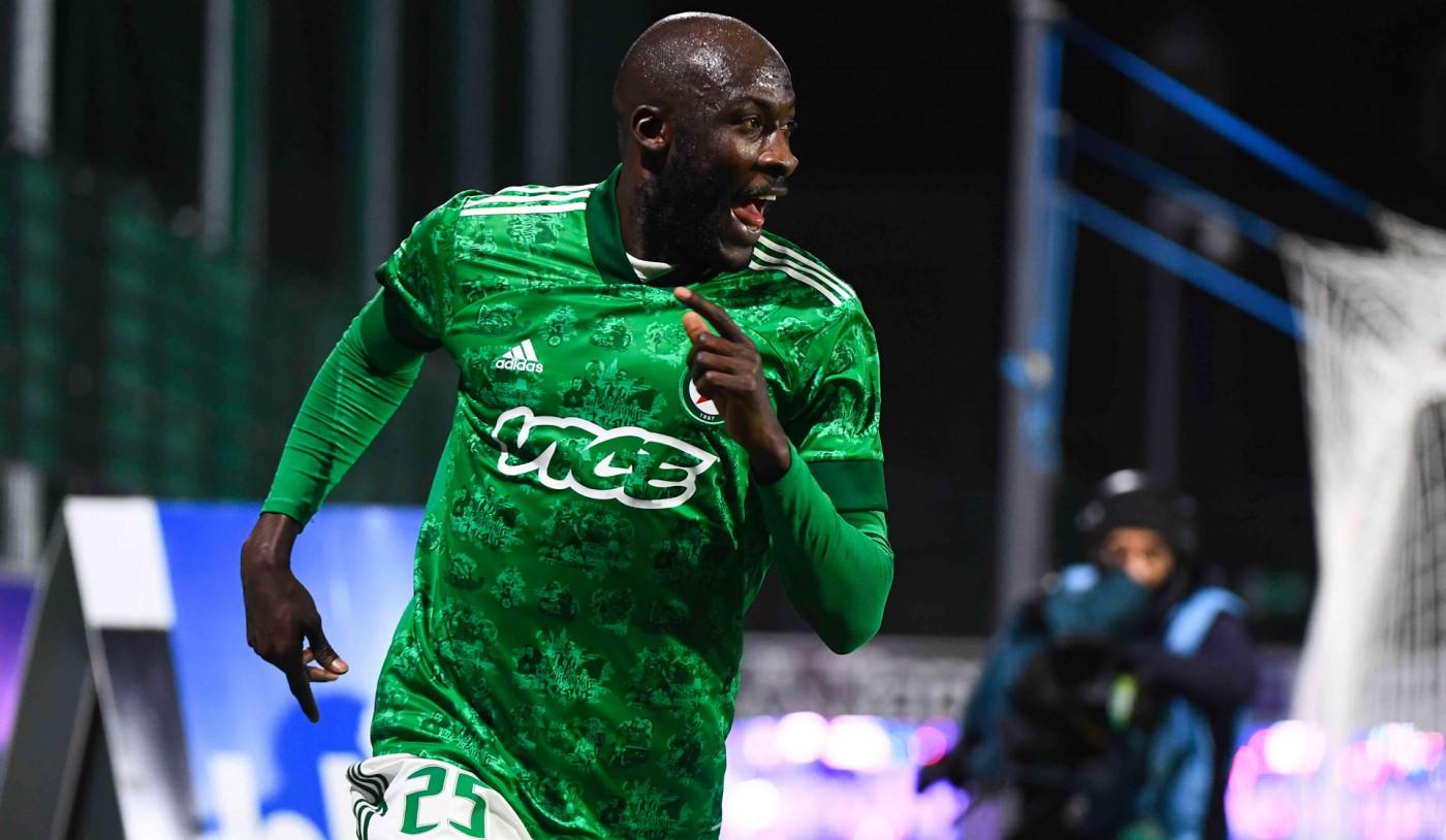 Le Sénégalais Cheikh Ndoye prolonge jusqu'en 2024 avec Red Star FCen National