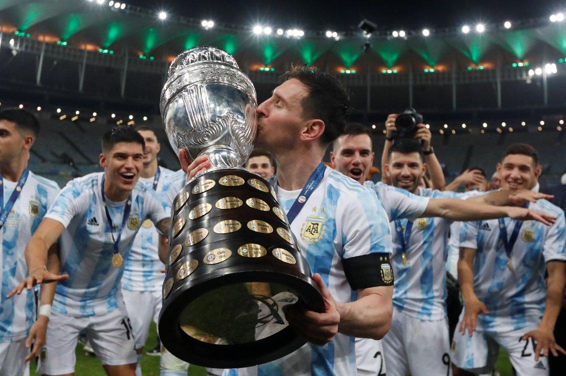 Messi avec son trophée