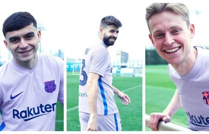 Trois joueurs du Barça sous le nouveau maillot extérieur du club, choisi en hommage aux femmes.