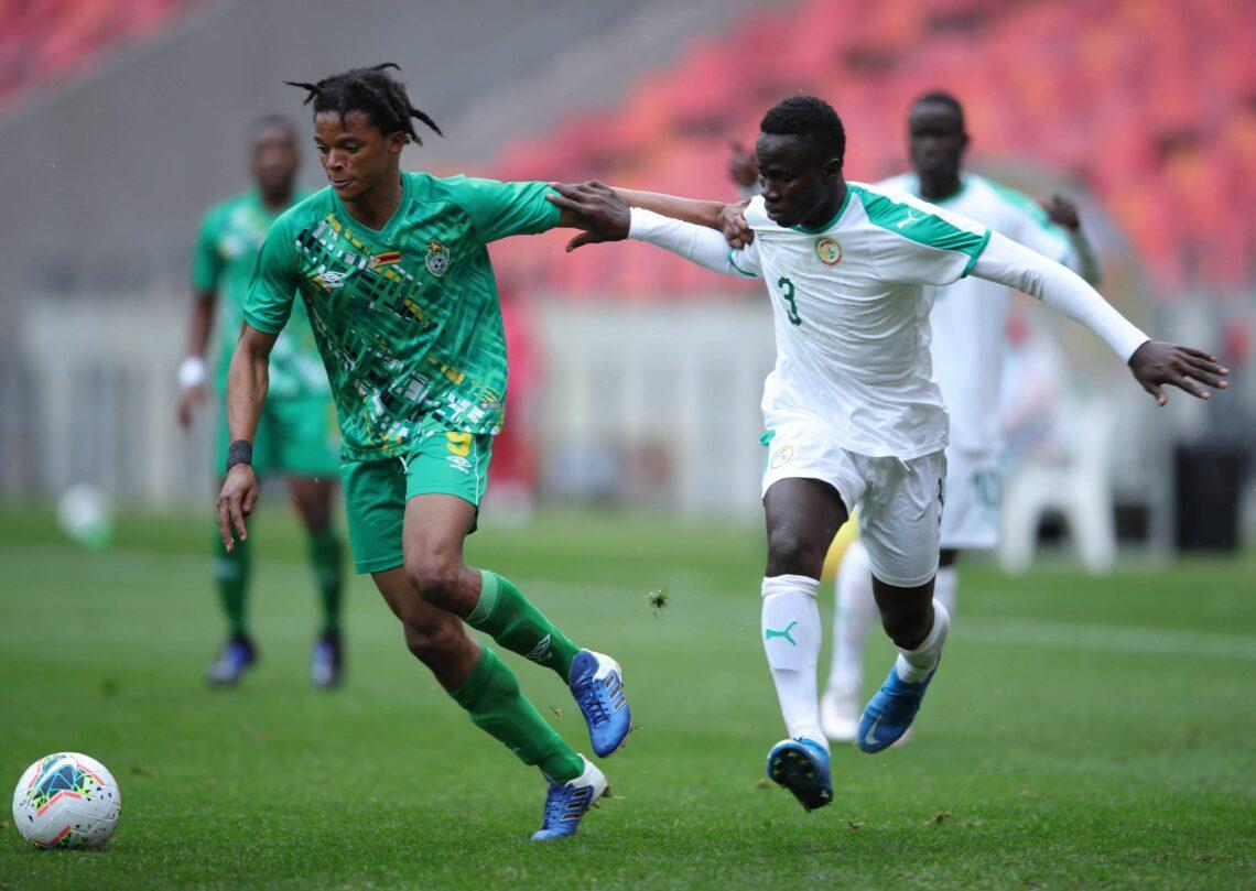 Les Lions du Sénégal (en blanc) ont surclassé (2-1) le Malawi pour se qualifier en demi-finales de la Coupe de la COSAFA.