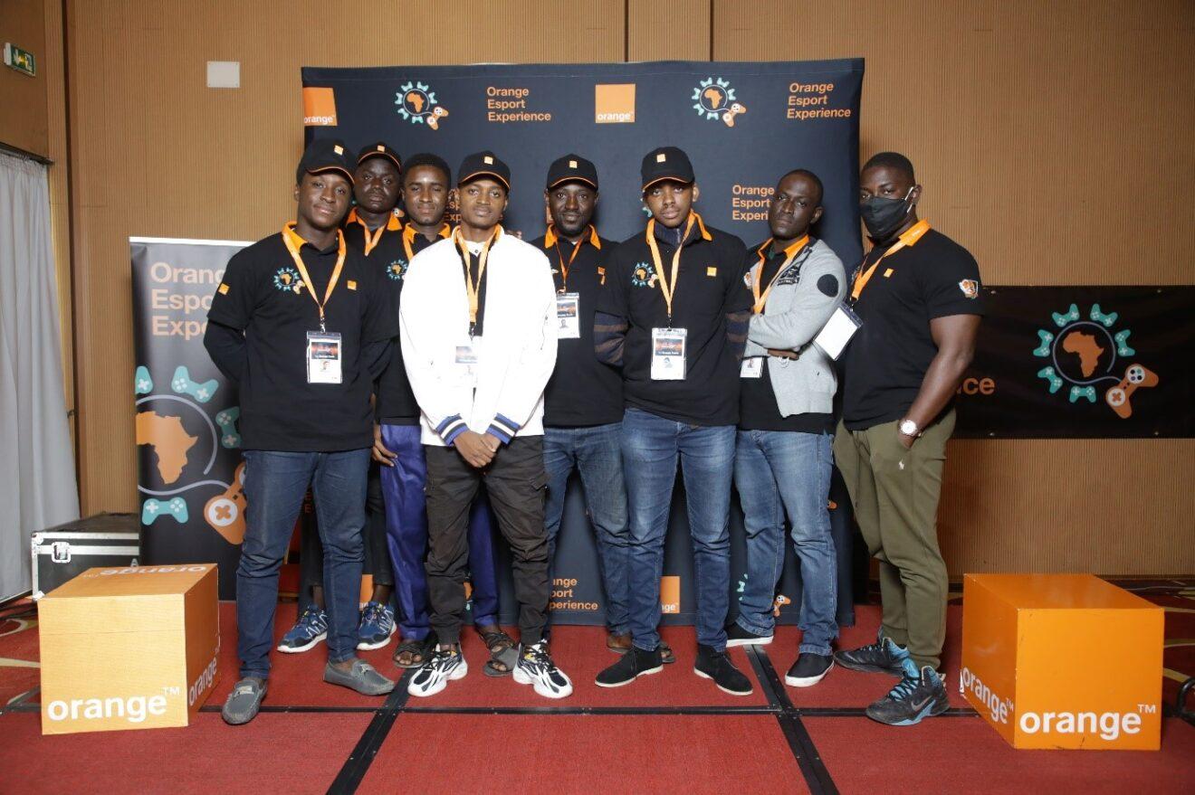 La team de players à l'Orange eSport Expérience à Abidjan le 4 juillet 2021