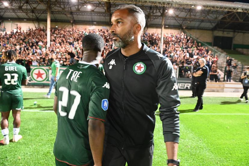 Habib Bèye (à droite) poursuit ses premiers pas de coach au Red Star.