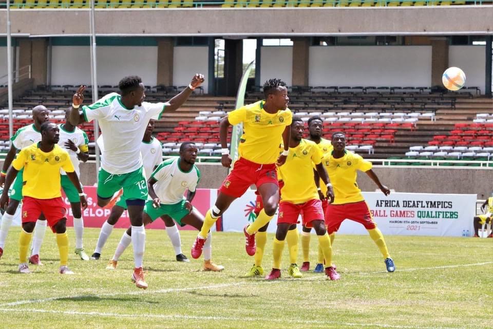 Les Lions du Sénégal (en blanc) ont dominé ceux du Cameroun.