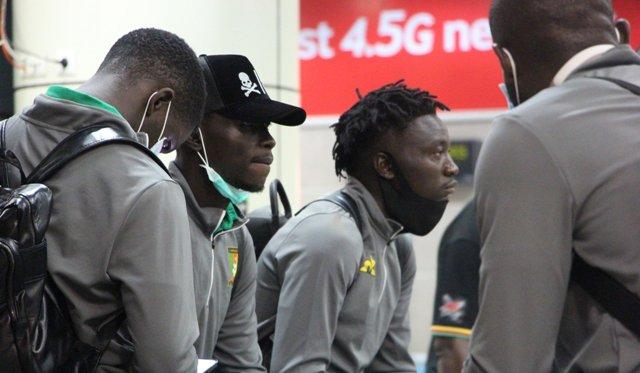 Les Lions indomptables bloqués à l'aéroport de Douala.
