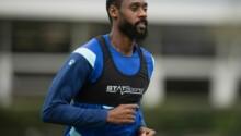 Nicolas Nkoulou à l'entraînement avec son nouveau club Watford