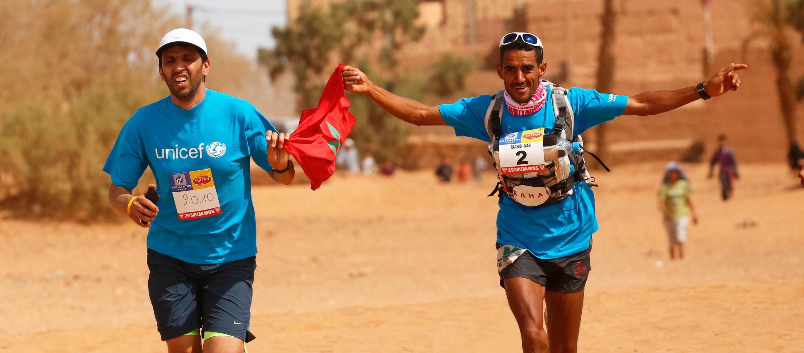 Rachid El Morabity (bras ouverts) a remporté son huitième Marathon des sables.