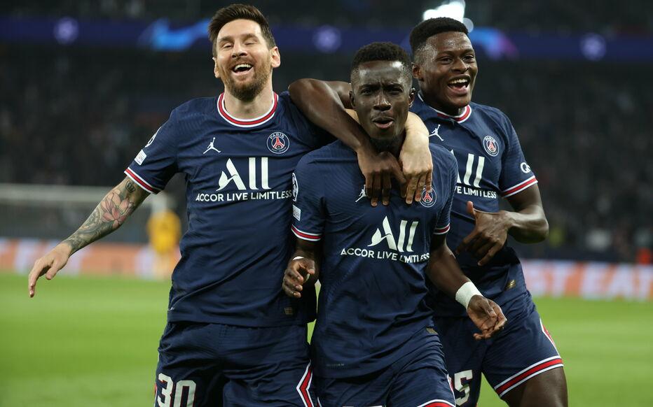 Le milieu sénégalais du PSG Gana Guèye (au centre) explose de joie après son but face à City (2-0).