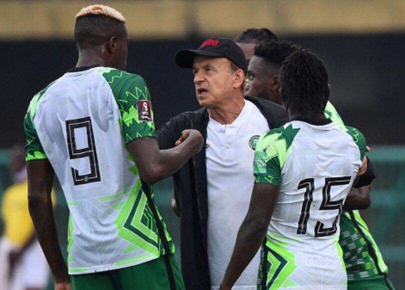 Gernot Rohr (en casquette) et ses Super Eagles ont réagi face aux Centrafricains.